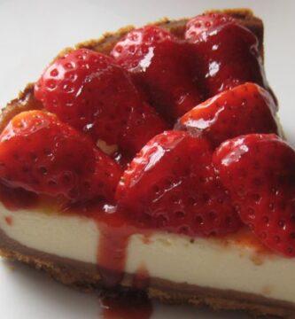 Receta de tarta de queso con mermelada de fresas