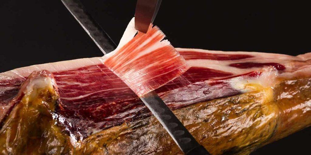 Corte perfecto del jamón iberico a cuchillo